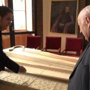 Los Báculos del Papa [720p]