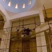 Iglesia de San Pedro y San Pablo reconstruyendo sus muros