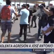 Violenta agresión a José Antonio Kast en visita a universidad en Iquique. [720p]