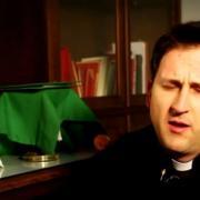 El sacerdote ofrecidos a la Iglesia