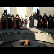 Papa reza conmovido en el Memorial del Genocidio de los Armenios