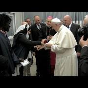 Francisco en Bolonia: Visita a mil refugiados y almuerza en la catedral con los pobres
