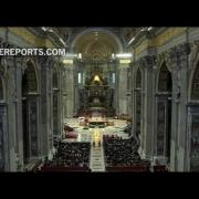 El Papa Francisco se confesó en la basílica de San Pedro y confesó a varios peregrinos