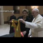 Una rifa benéfica con los regalos que recibe el Papa