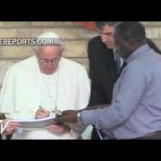 Papa en barrio pobre de Kenia: Entre vosotros me siento en casa