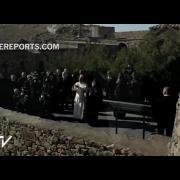 El Papa lanza palomas hacia Turquía desde el santuario de Khor Virap en Armenia